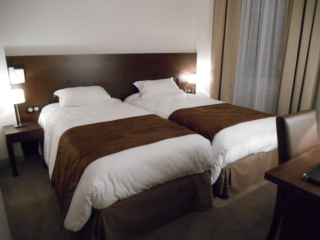 Verdun chambre d 39 h tel 2 lits d 39 1 personne au montaulbain for Chambre 2 personnes