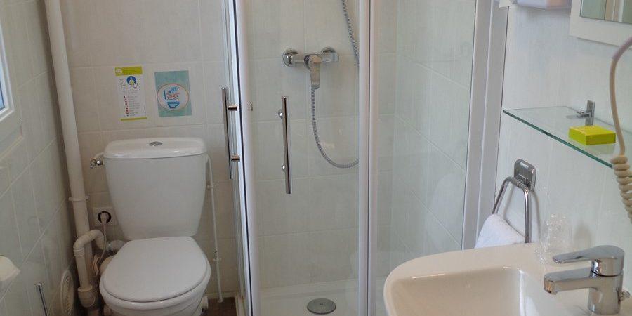 Salle d'eau de l'hôtel de Montaulbain chambre 19