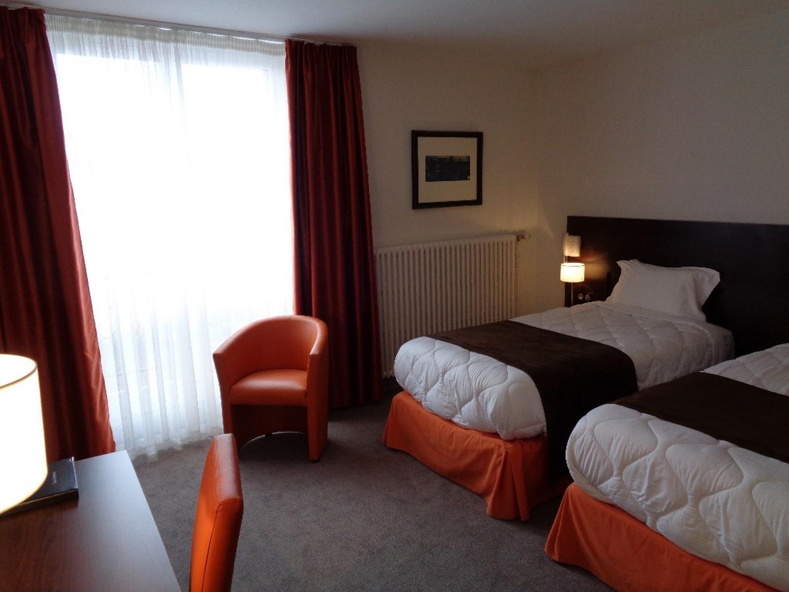 Chambre twin pour 2 personnes l 39 h tel de montaulbain for Chambre de hotel