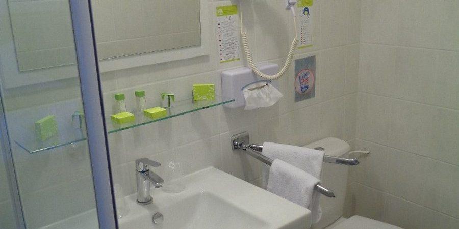 Verdun salle d'eau de la chambre 20 de l'hôtel de Montaulbain