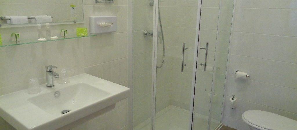 salle d'eau chambre 14 hotel de montaulbain